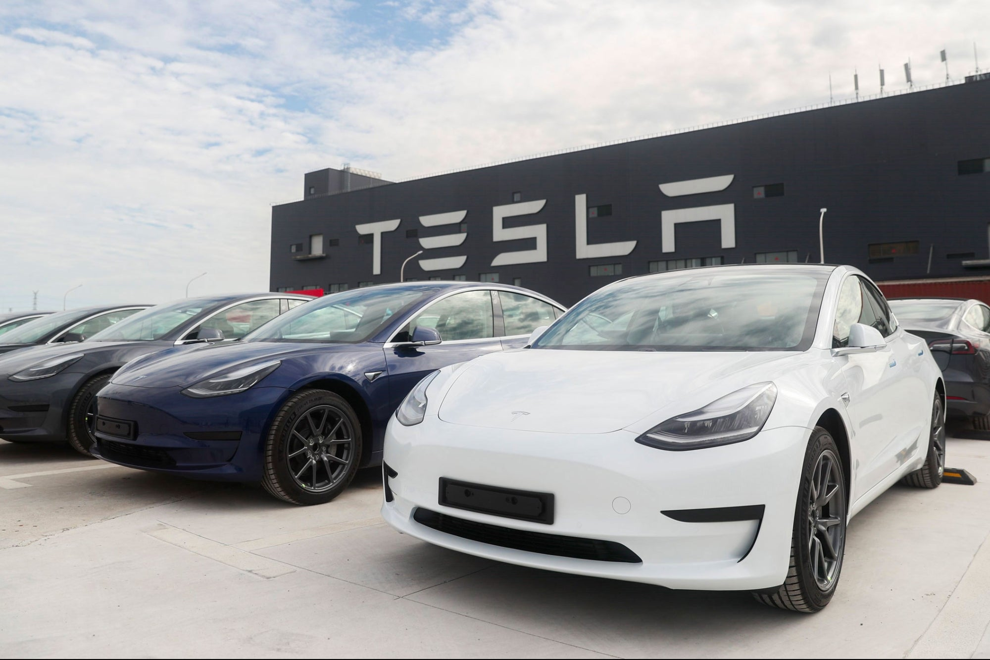 Tesla Asked to Recall 158,000 Vehicles Over Flash Memory ...