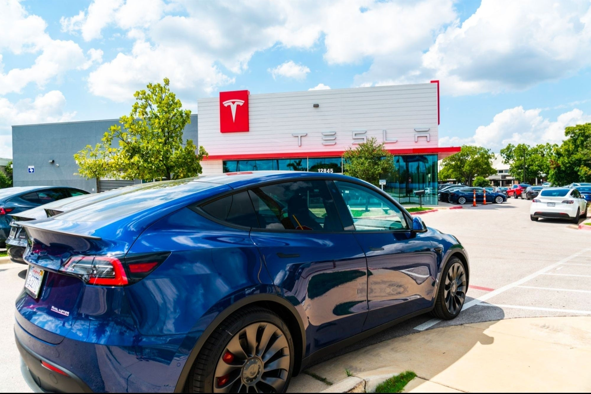 Tesla Is Facing An Unlikely Competitor In The Electric Vehicle Market
