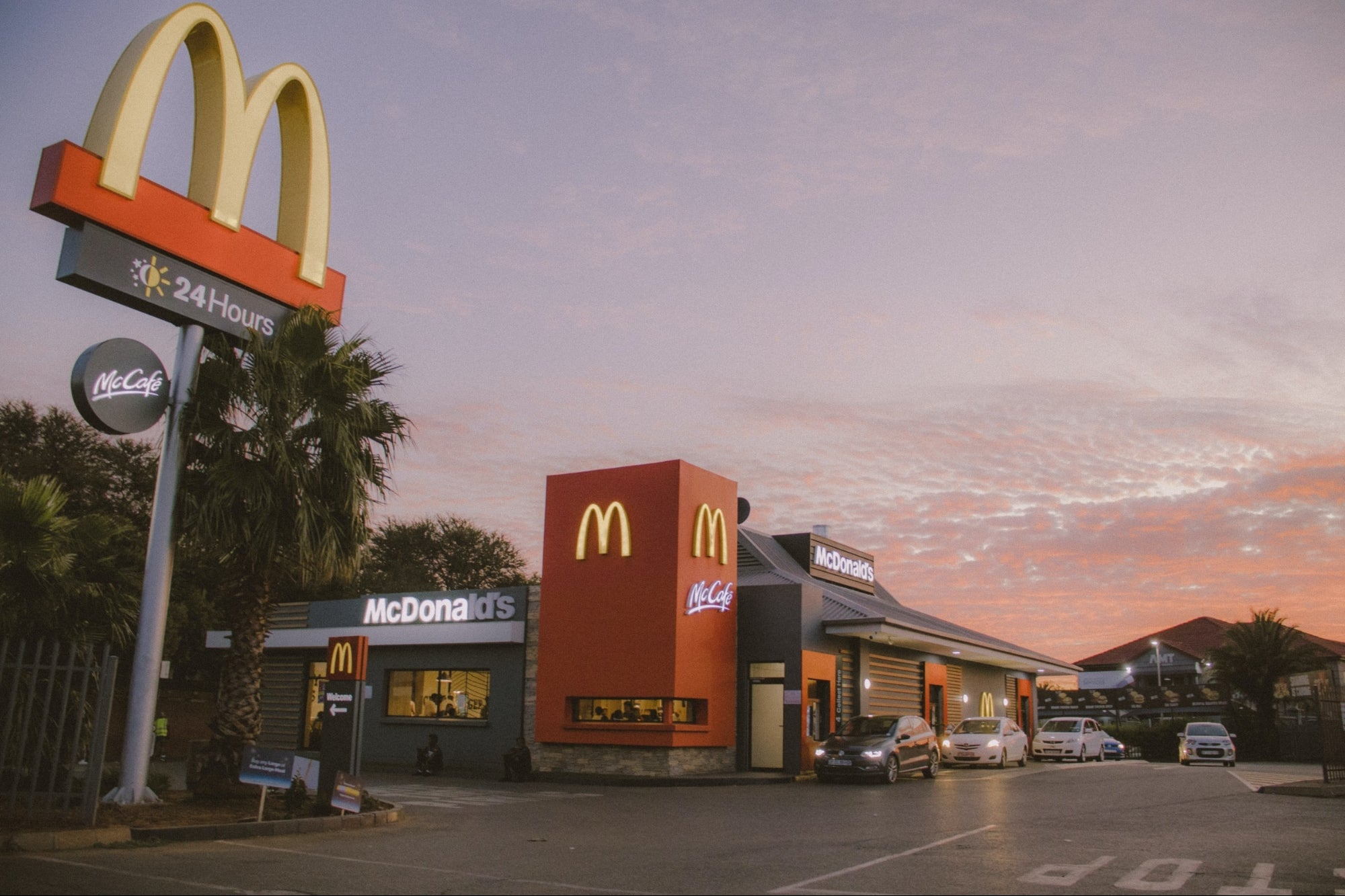 VIDEO: Did all the workers at a McDonald's quit in the middle of the day?