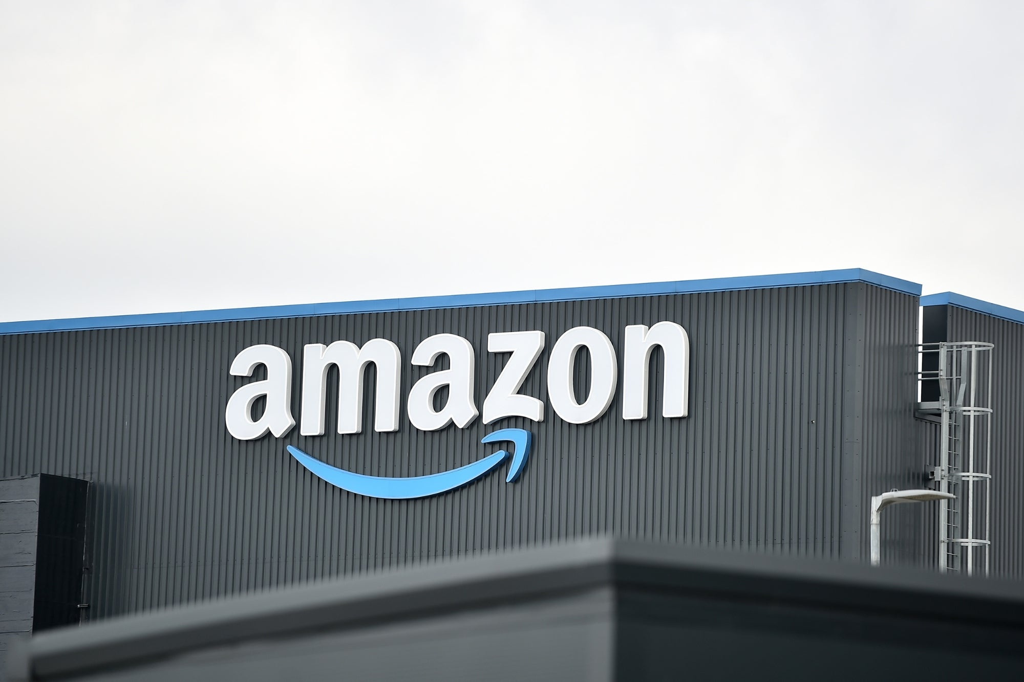 Amazon Gives 8 Vaccinated Employees Payouts, Cars