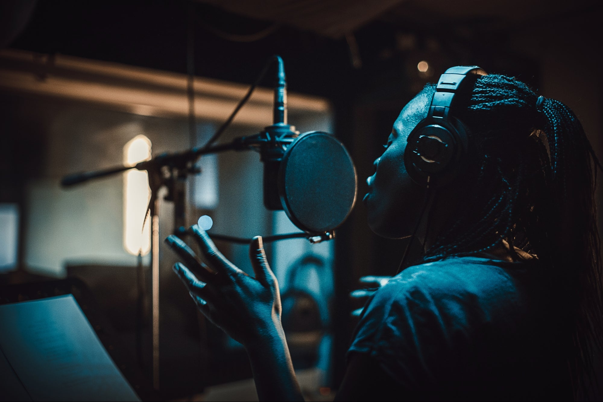 7 Ways to Break Into the Music Industry and Win