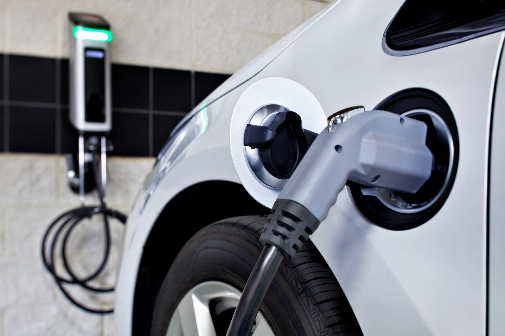 Why Foreign Investors Should Invest in Indonesia's Electric Vehicle Market