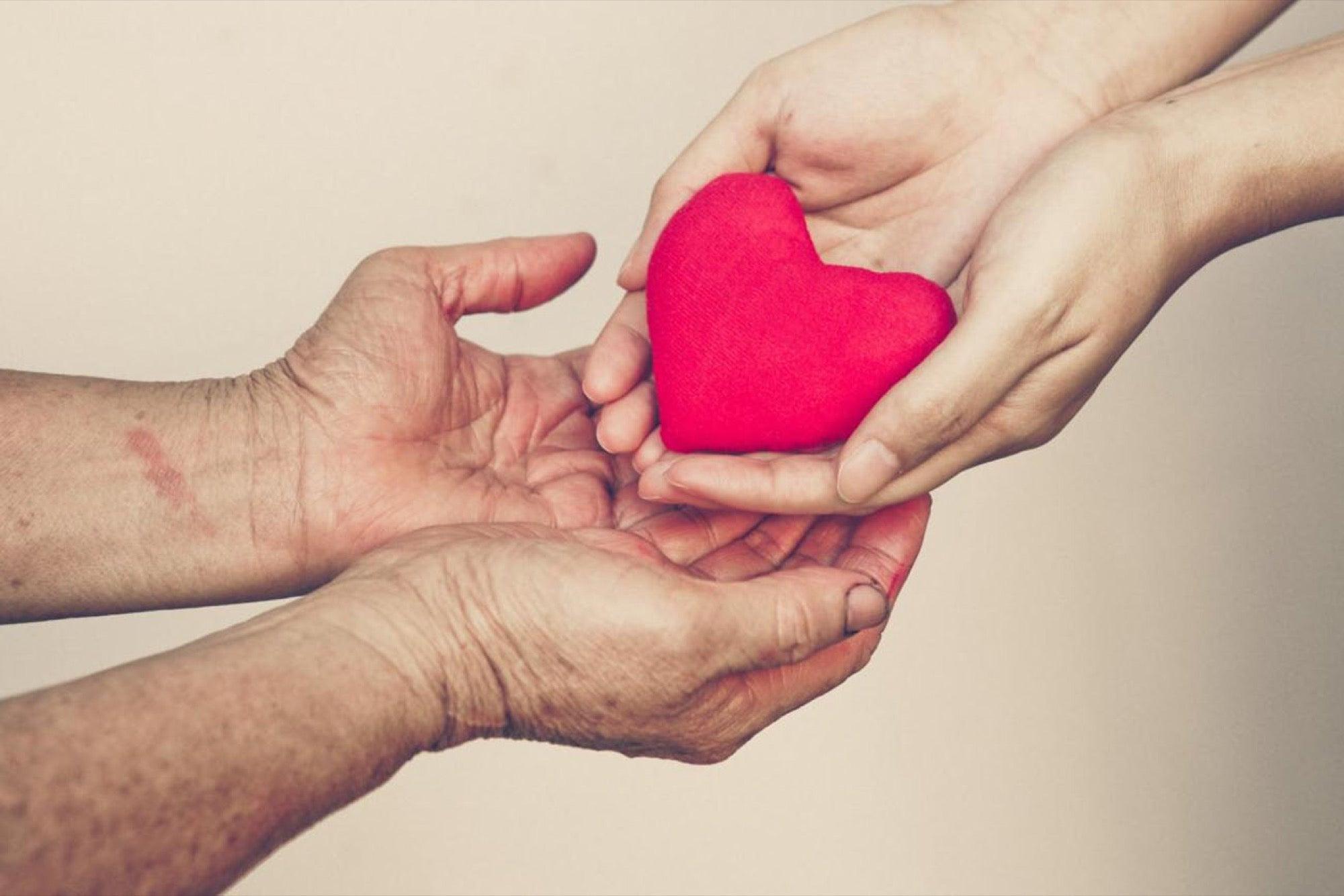 Сердце в мужских руках картинки красивые