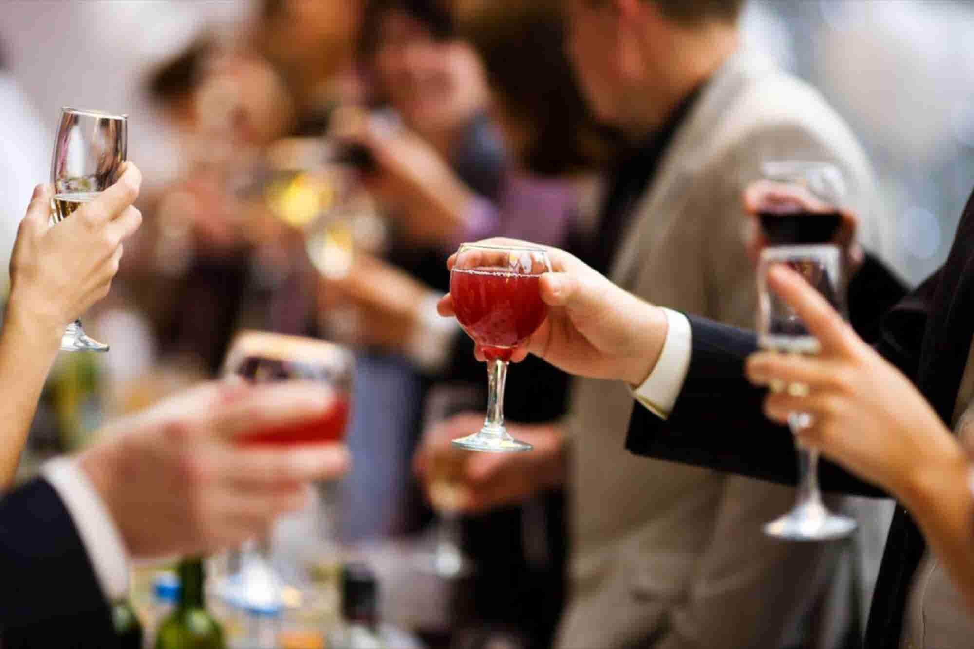 10 Tips for a Holiday Party Everybody Will Love That You Can Afford