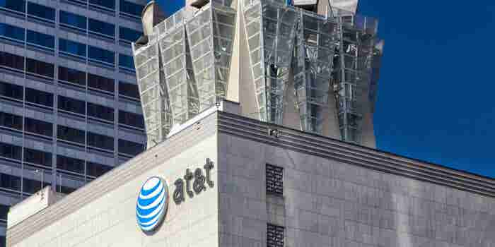 AT&T Scraps Plans for In-Flight High-Speed Internet Service