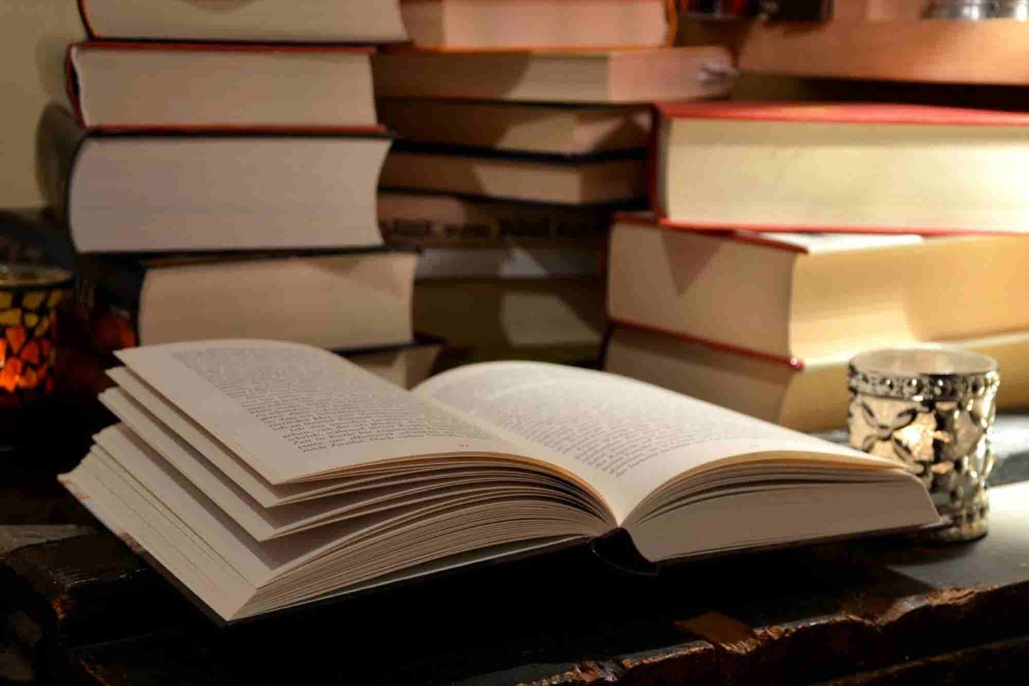 The 25 Essential Books for Every Entrepreneur's Library
