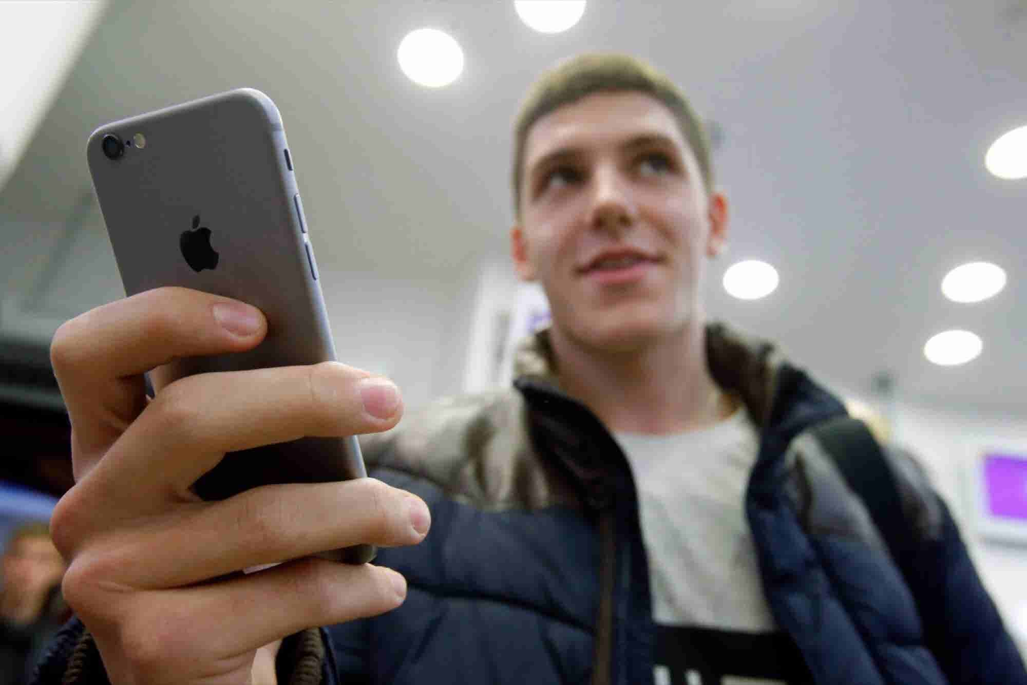 CIA Sought to Hack Apple iPhones for Nearly a Decade