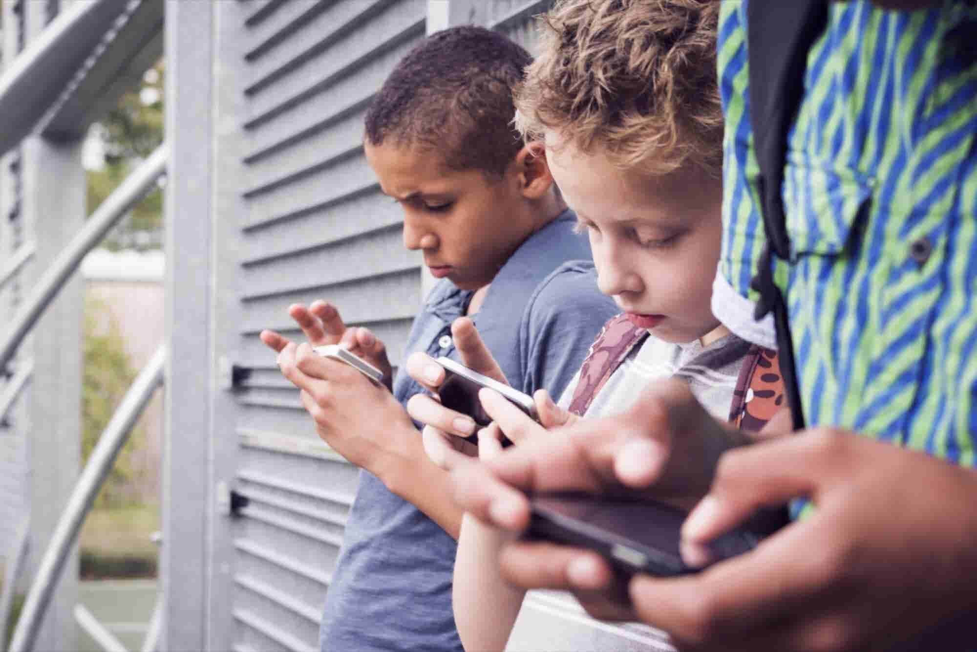 Does Your Kid Have Trouble Sleeping? Confiscate That Phone.