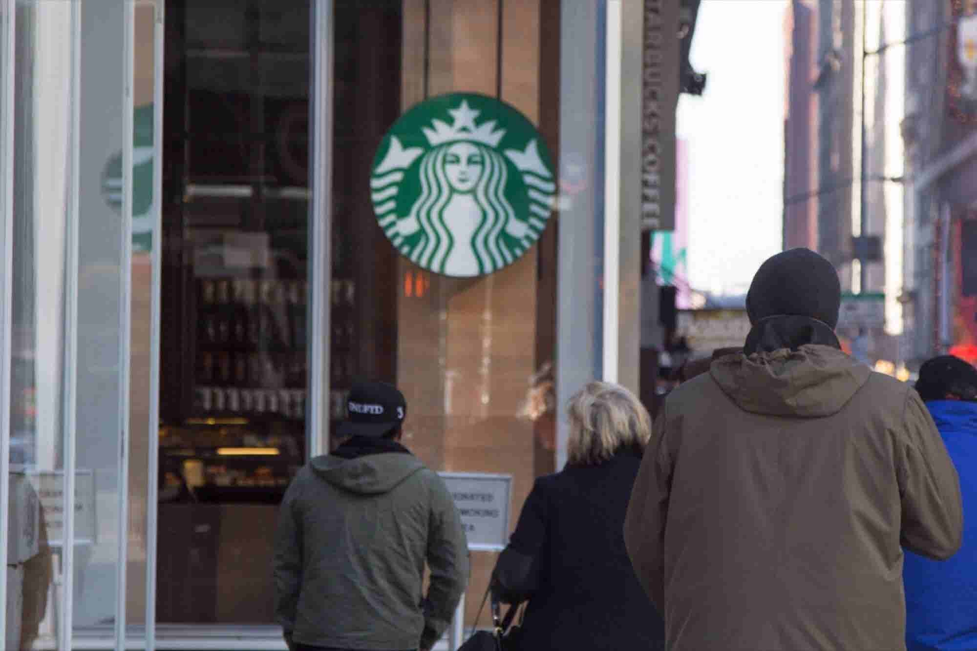 Starbucks' New Prepaid Card Lets Customers Earn Awards Anywhere