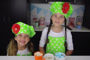 This 8-Year-Old Girl Makes $127,000 a Month Baking Sweets on YouTube