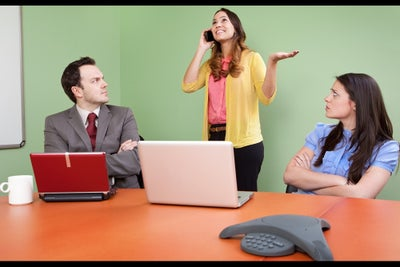 Your Workday Is Interrupted Every 11 Minutes. How to Manage Those Dist...