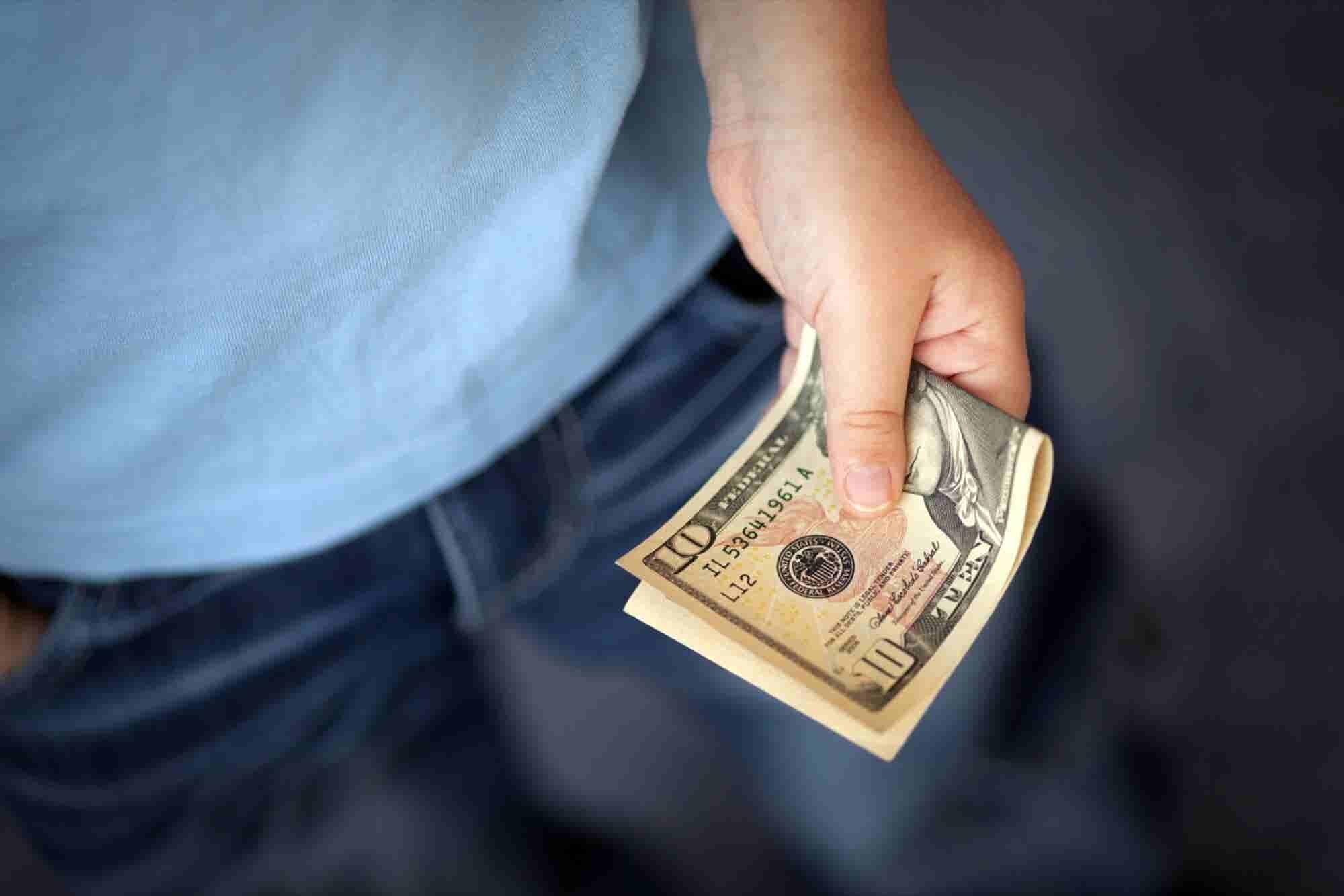 5 Tips to Avoid Employee Embezzlement
