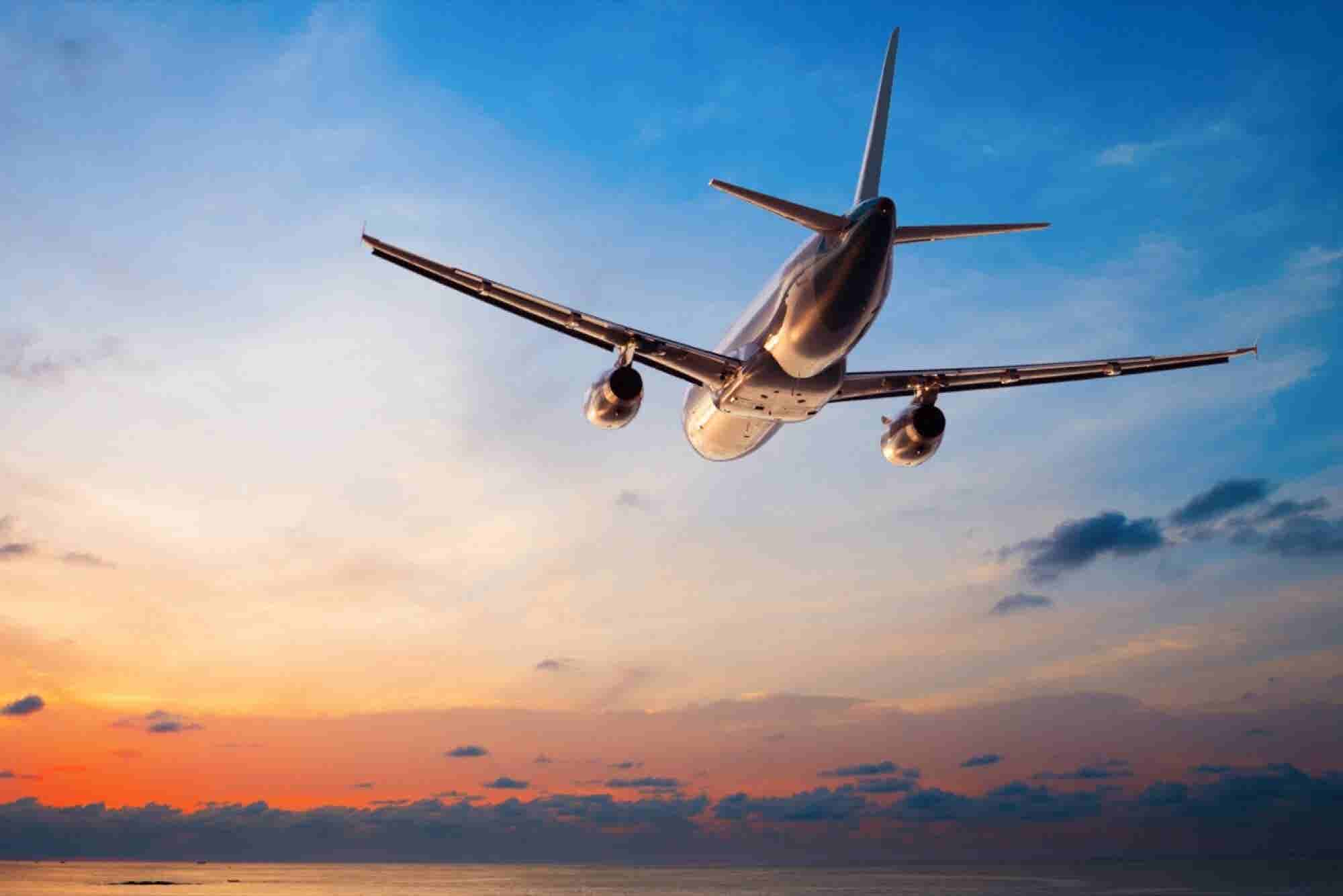 6 Ways Entrepreneurs Can Stay Productive on an Airplane