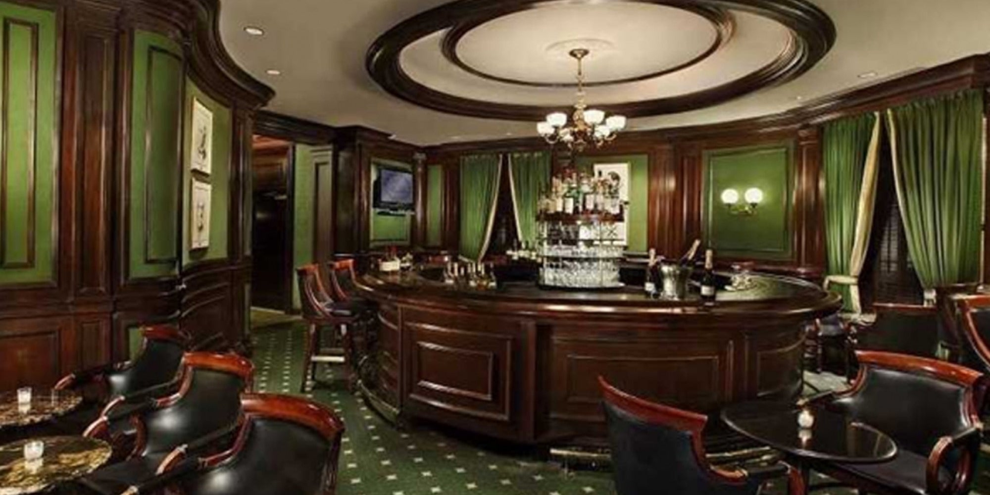 30 Iconic American Hotel Bars Everyone Should Have a Drink At