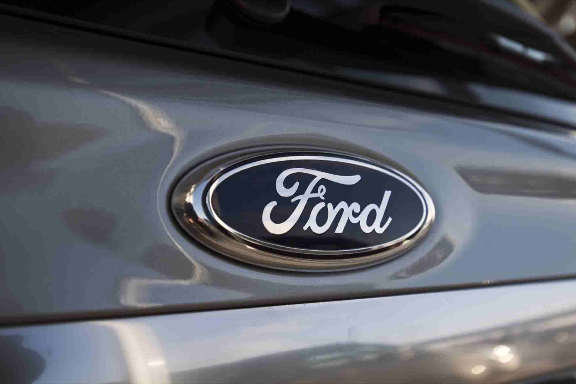 Snubbing Apple and Google, Toyota Teams With Ford for Dashboard Tech