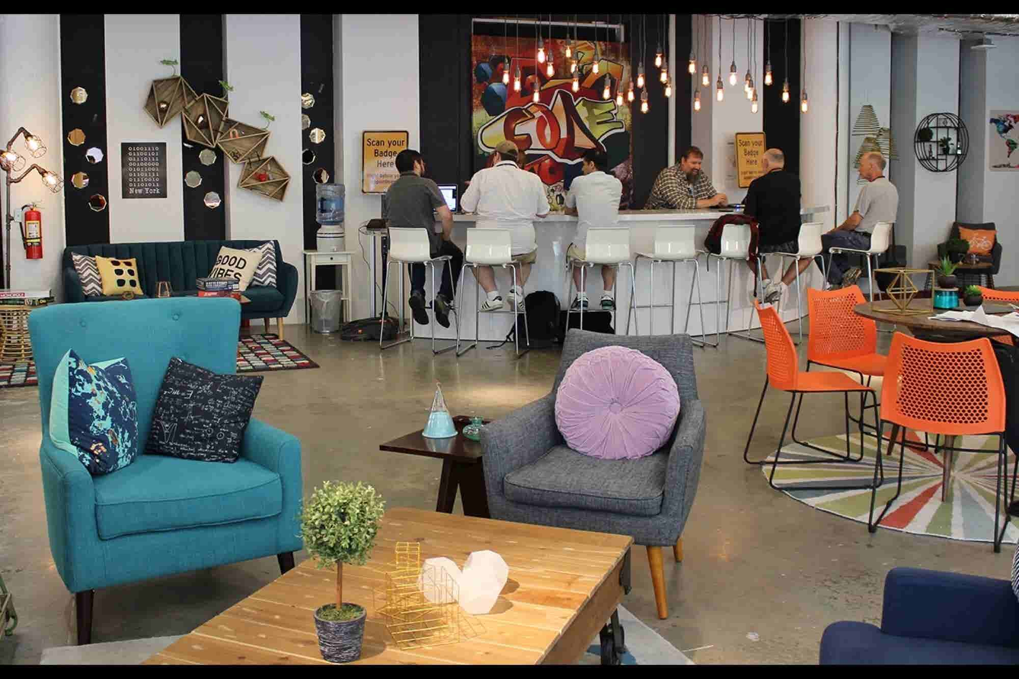 To Learn, Tap into Community: Lessons From Amazon's Pop-up Loft