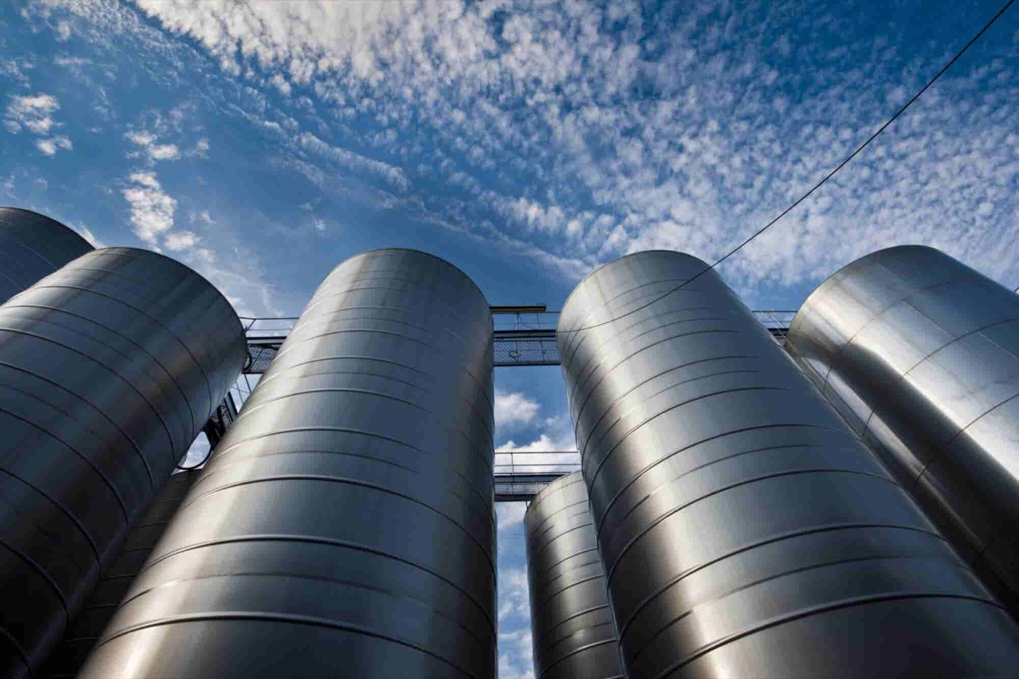 4 Warning Signs Your Team Is Working in Silos, and How to Destroy Them