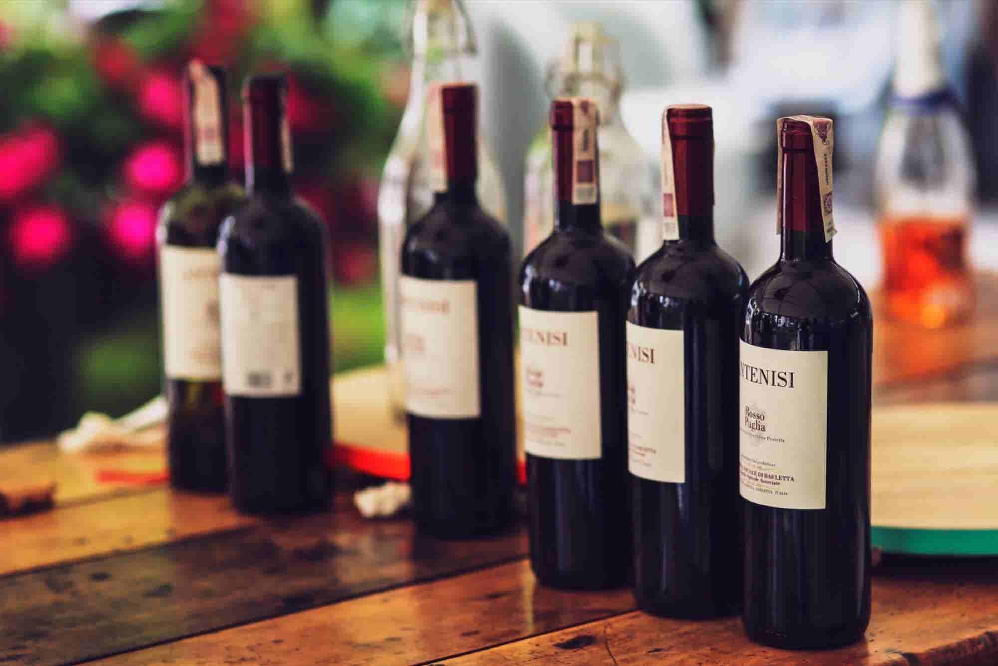 How to Serve Wine Like a Pro at Your Super Bowl Party