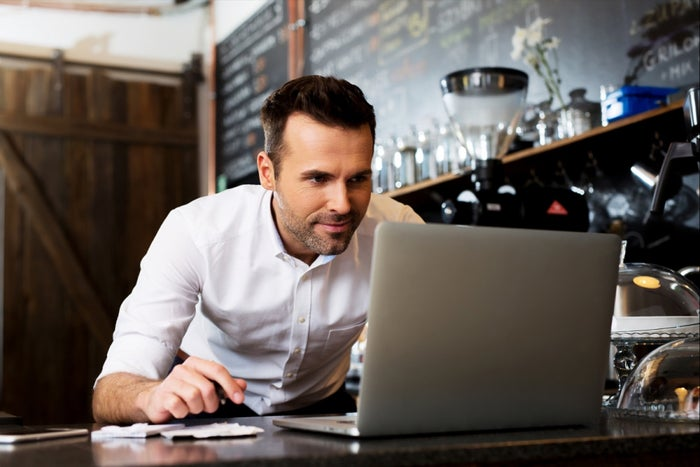 20151020164526-small-business-owner-on-laptop.jpeg (700×350)