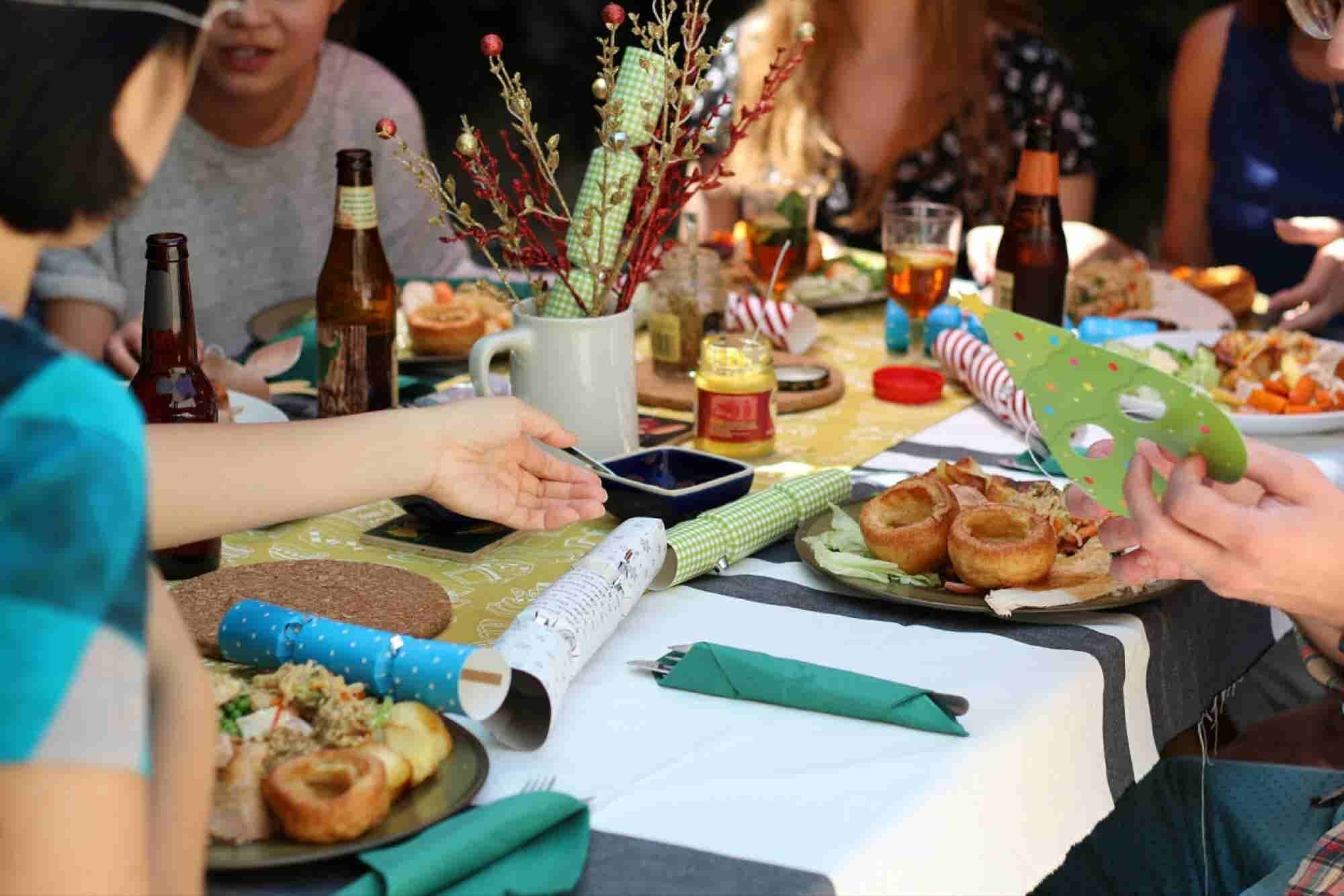 7 Tips for Enjoying Holiday Dining Without Forgetting Your Manners