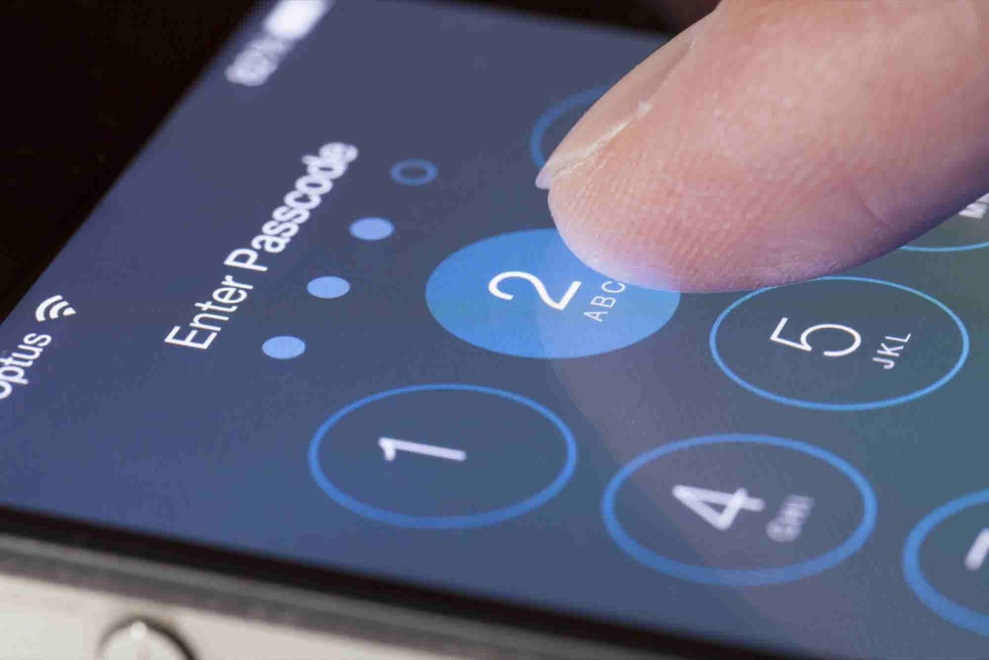 U.S. Investigates Security of Mobile Devices