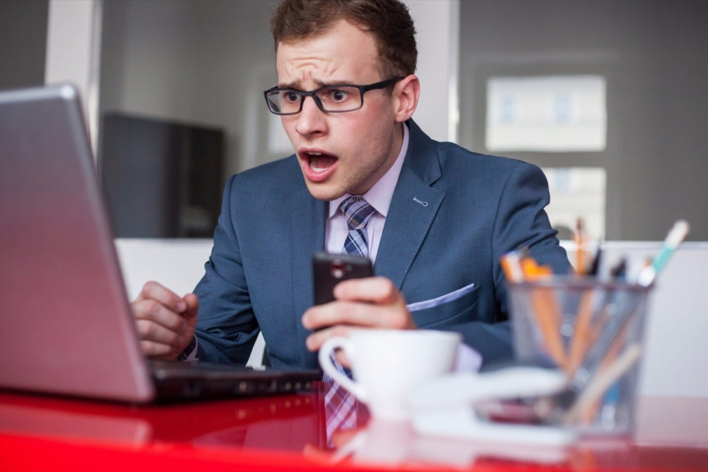 10 Hilarious Signs You Should Not Take That Job (Infographic)