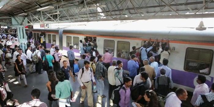 Valuable Selling Lessons I learnt on Mumbai Local Train