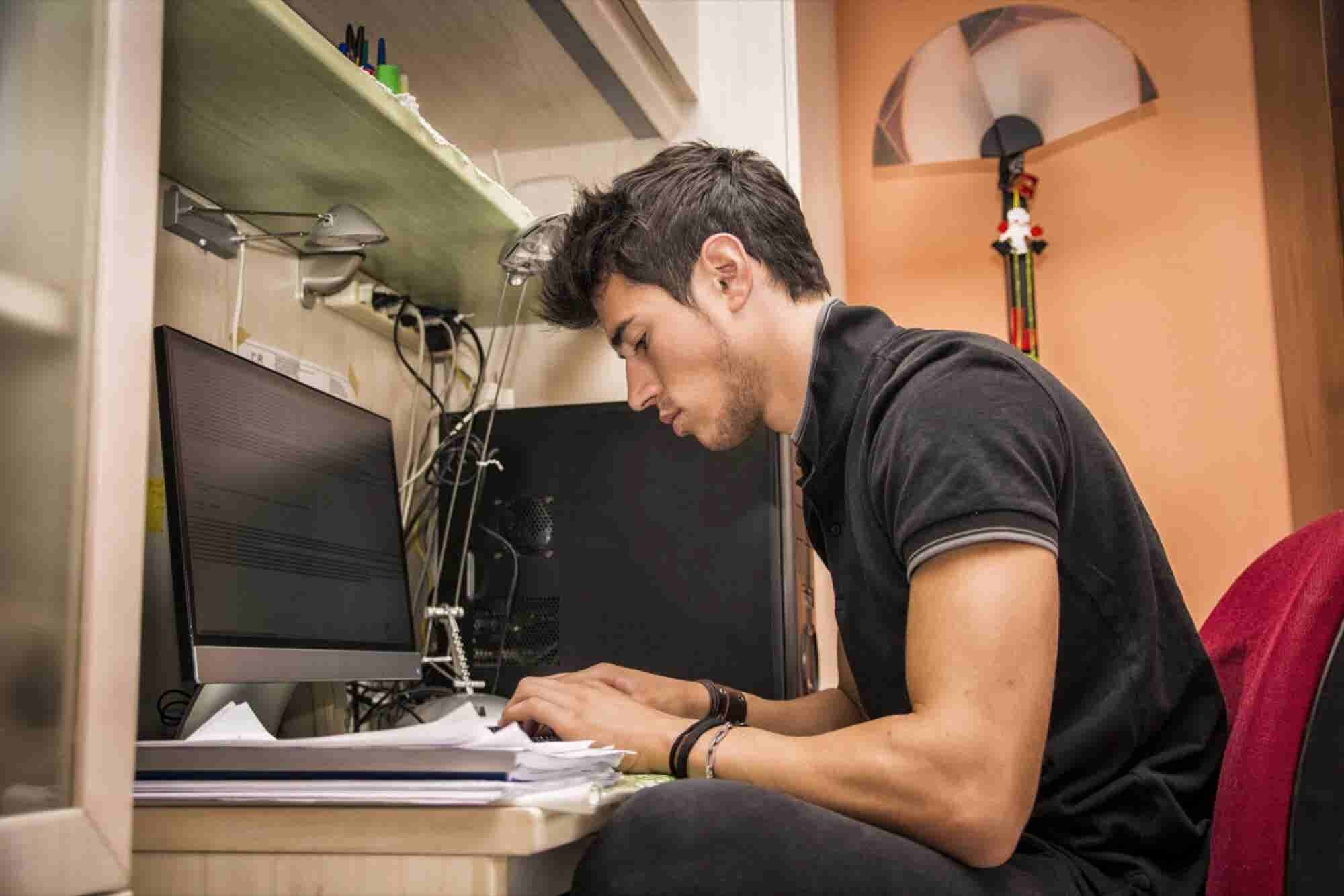 4 Tips for Working Comfortably at Your Desk
