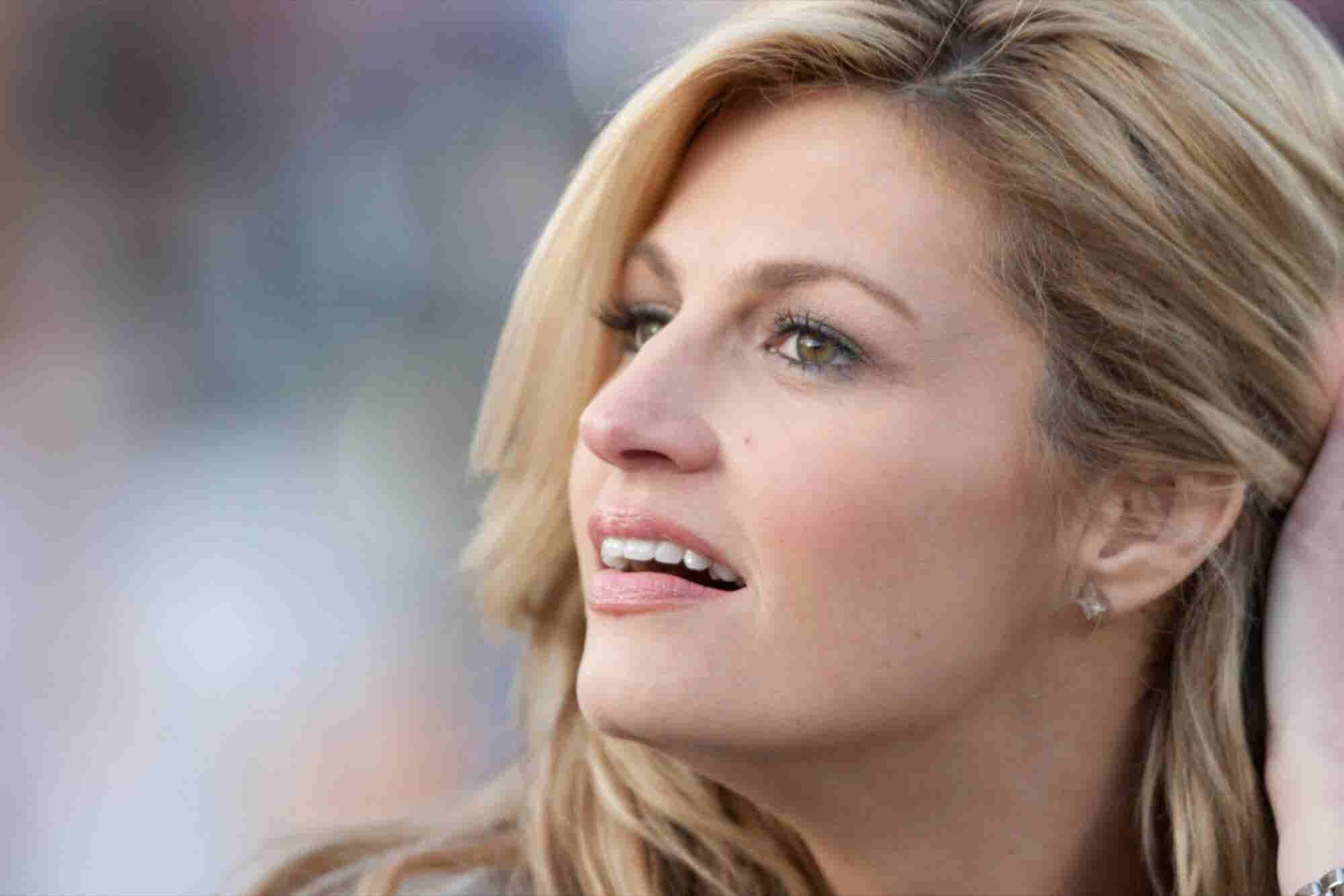 Erin Andrews Breaks Down During Dad's Testimony in $75 Million Civil Suit