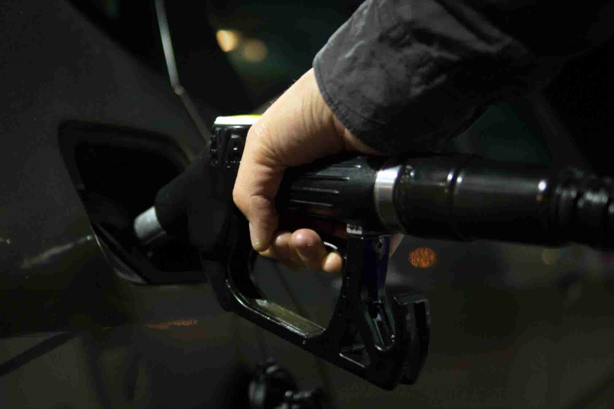 Ad Exec Explains Why Low Oil Prices are Good for the Economy