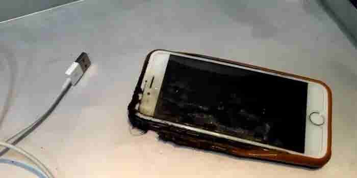 Report: iPhone Catches Fire Mid-Flight