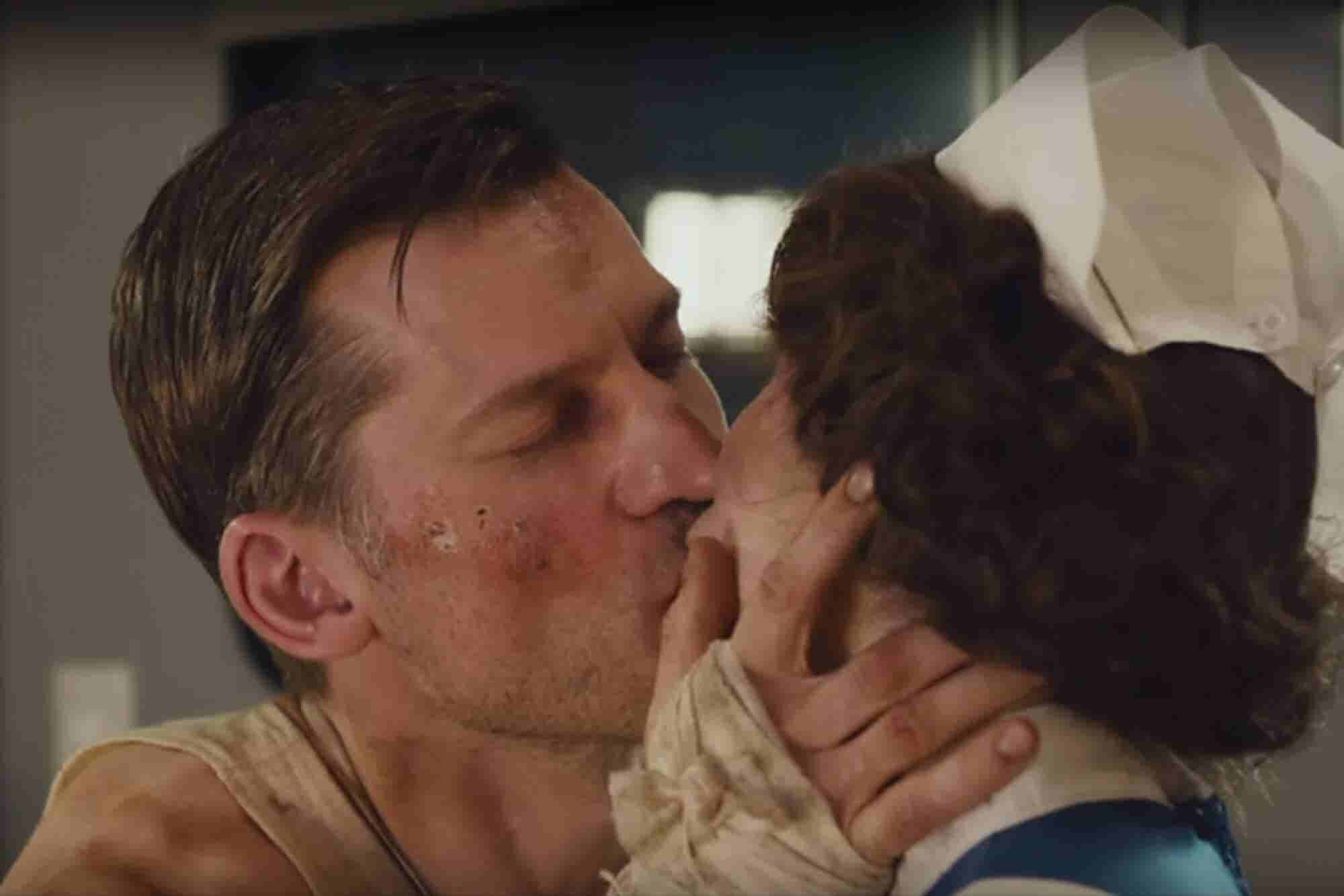 Siri Can't Help TV Stars Kiss Like They Mean It In This Awkward Apple...