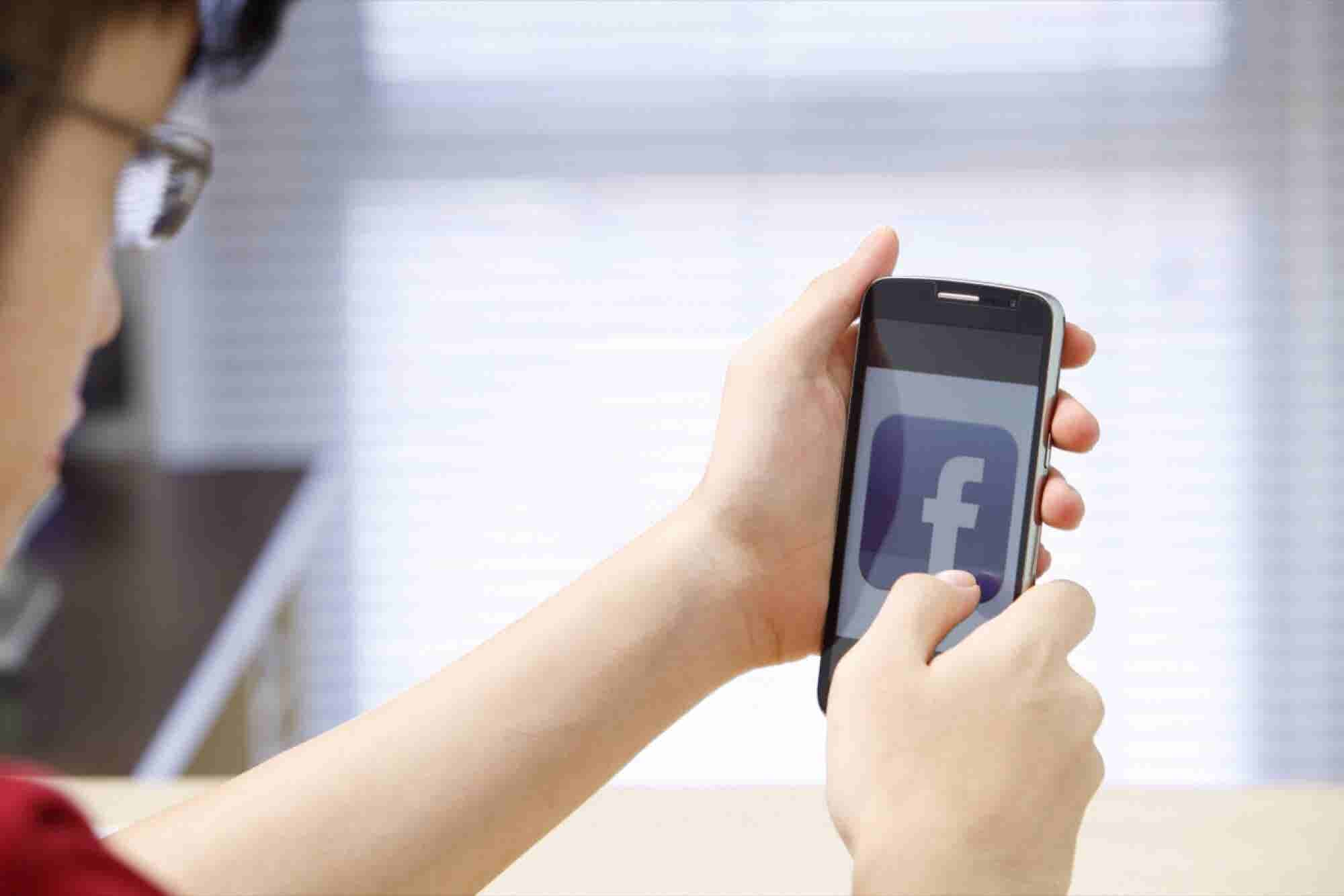 5 Tips To Successfully Approach Someone On Social Media