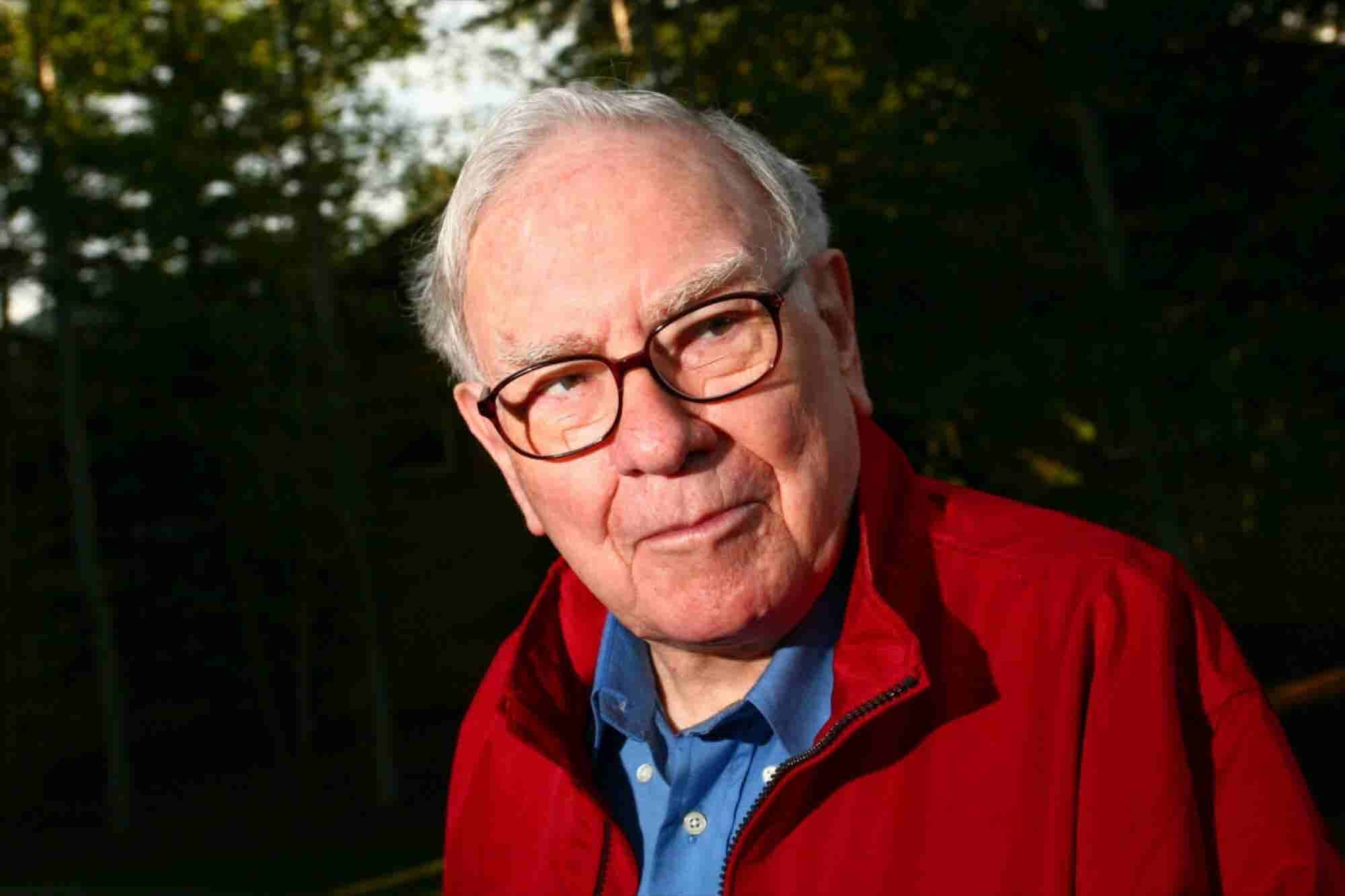 Warren Buffett: 5 Things You Can Learn From the Man Who Invested $1 Billion in Apple