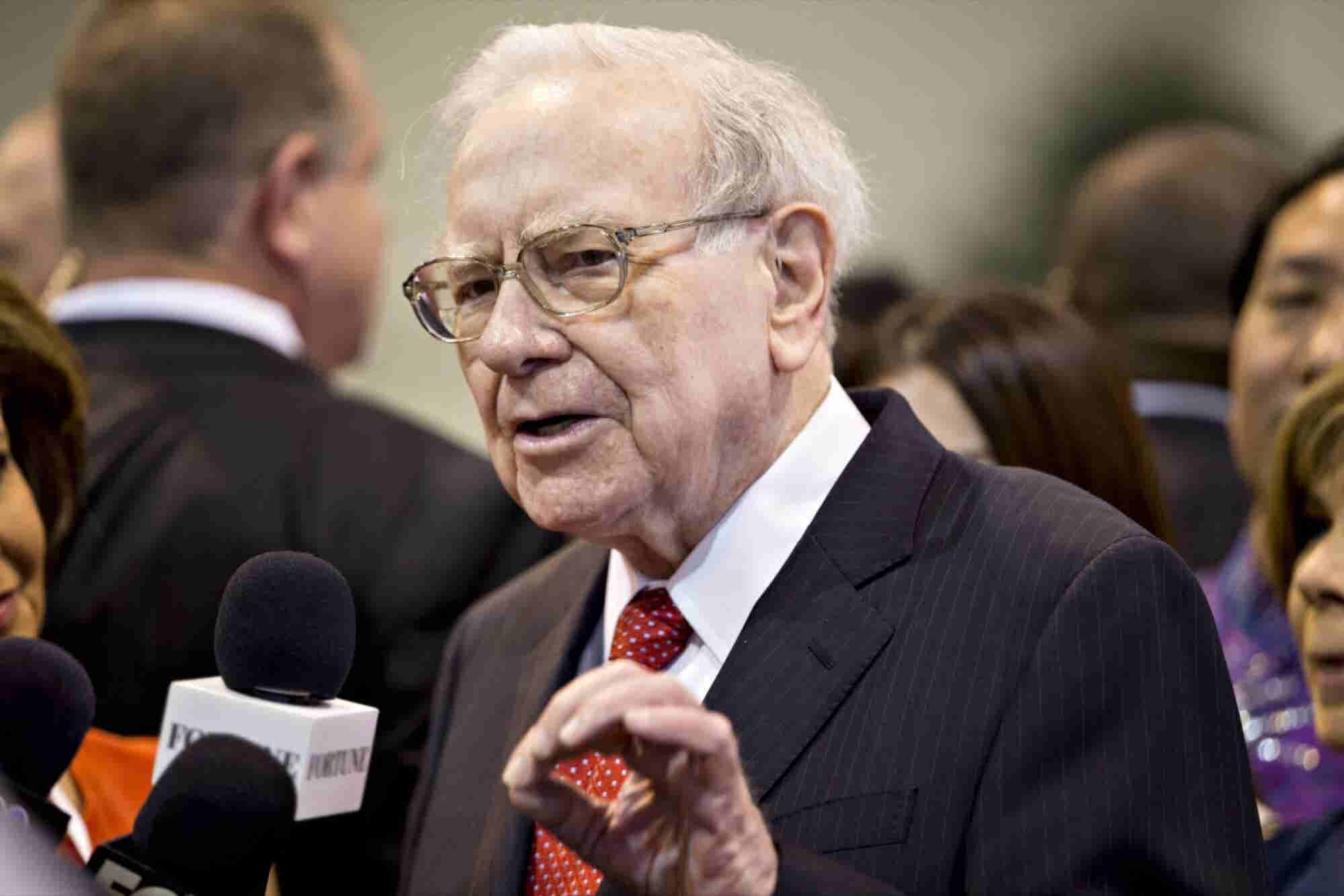 Warren Buffett Dishes on Clinton vs. Trump, Coca-Cola and His Possible Successor