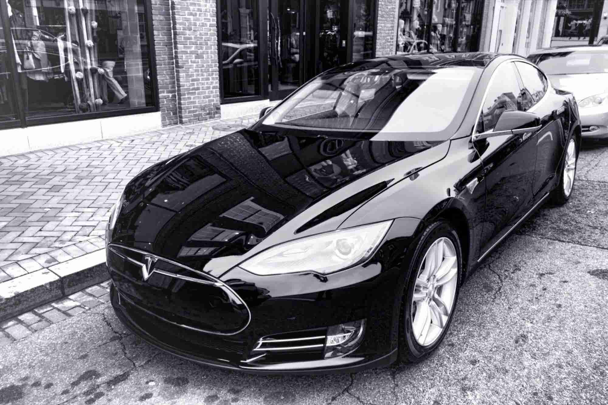 This Is What Being Asleep at the Wheel of a Tesla Model S Looks Like … We Think