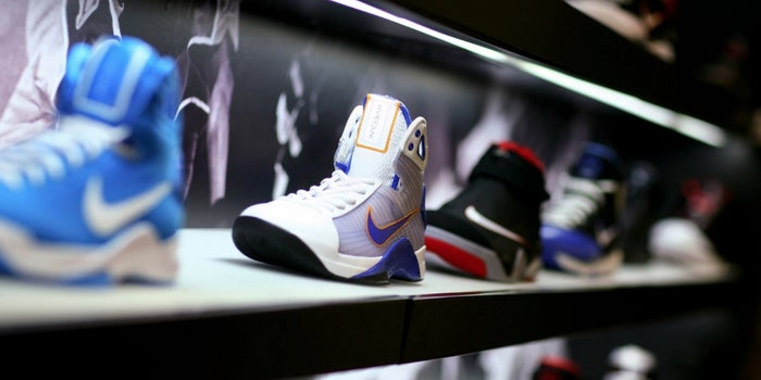pequeño pómulo Policía  Why I Bought 100 Pairs of Sneakers for My Team