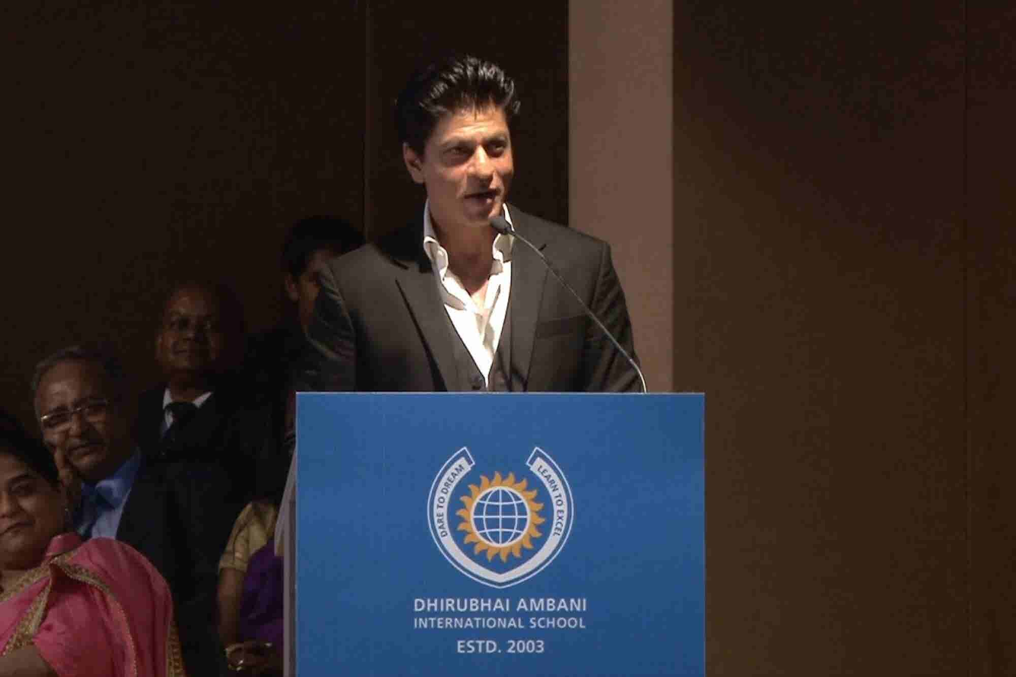 5 Learnings For Entrepreneurs From SRK's Recent Graduation Speech