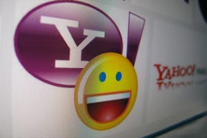 AT&T Seeks to Top Verizon's Bid for Yahoo