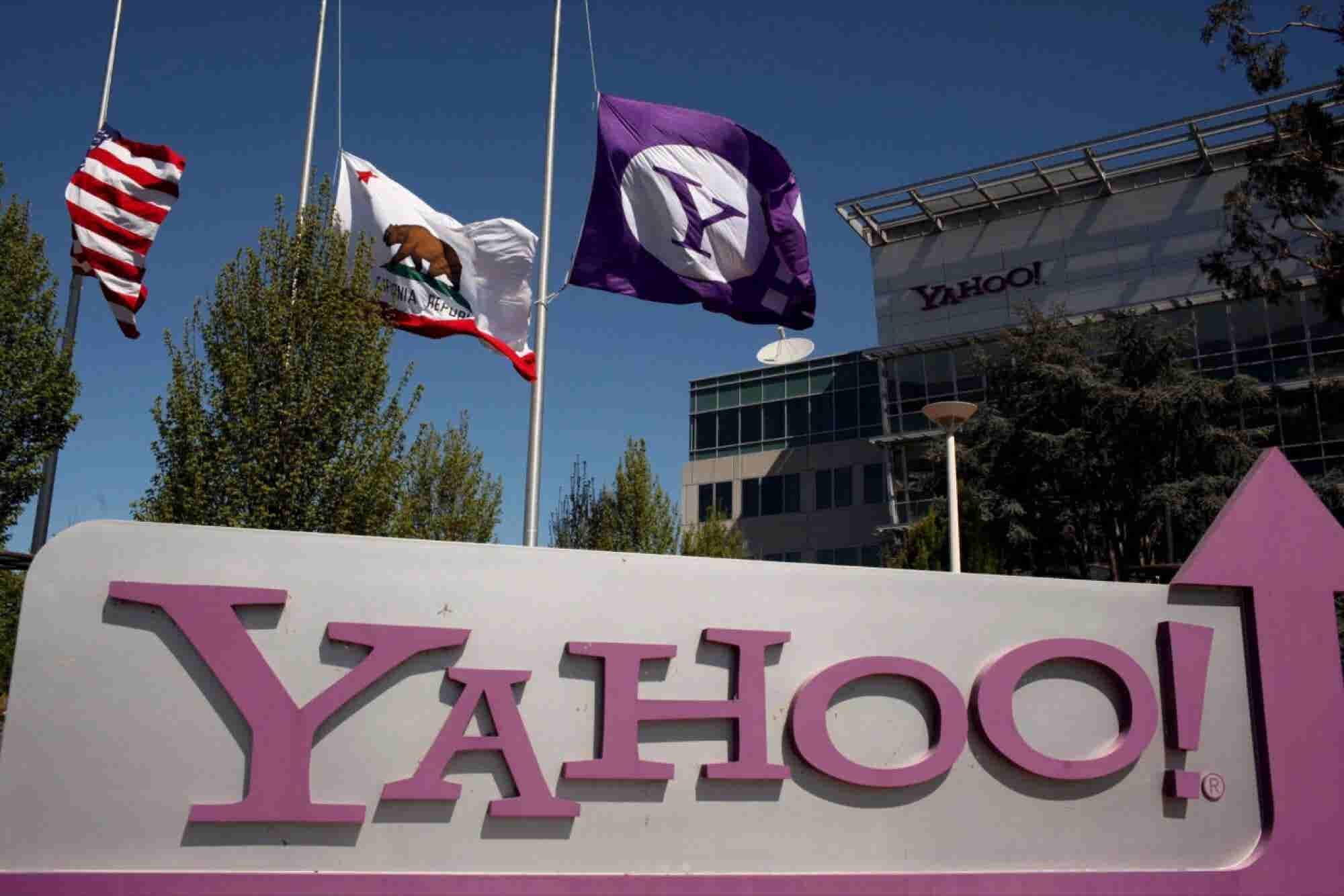 Verizon, AT&T Set to Make Final Round of Bids for Yahoo Web Assets