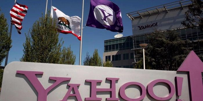 Verizon, AT&T Set to Make Final Round of Bids for Yahoo Web Assets