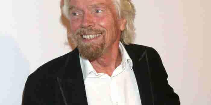 Richard Branson encontró un empleado durmiendo y esto es lo que hizo