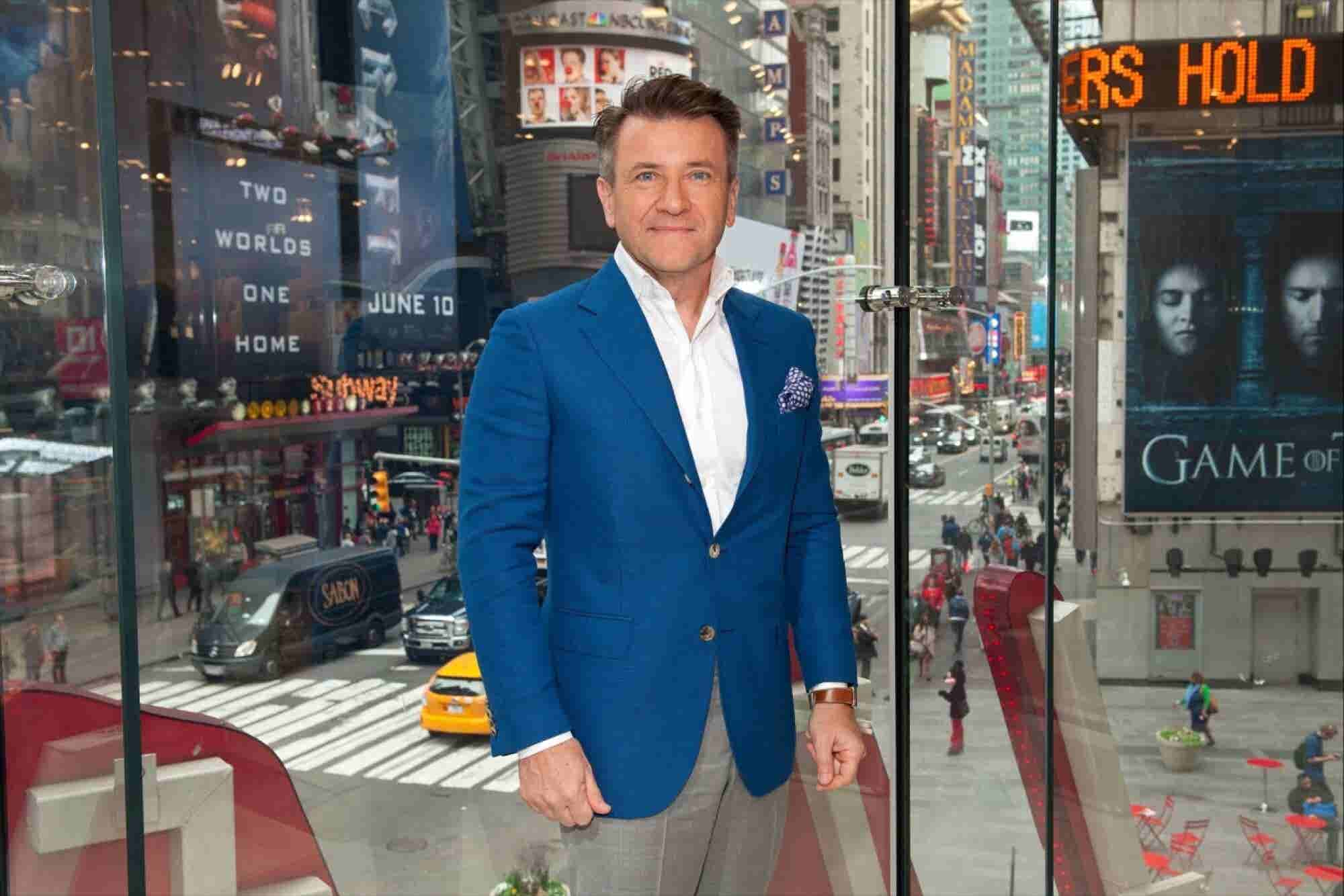 Robert Herjavec to Immigrant Entrepreneurs: 'People Don't Care About Your Color, Religion or Sex. They Care About the Value You Add.'