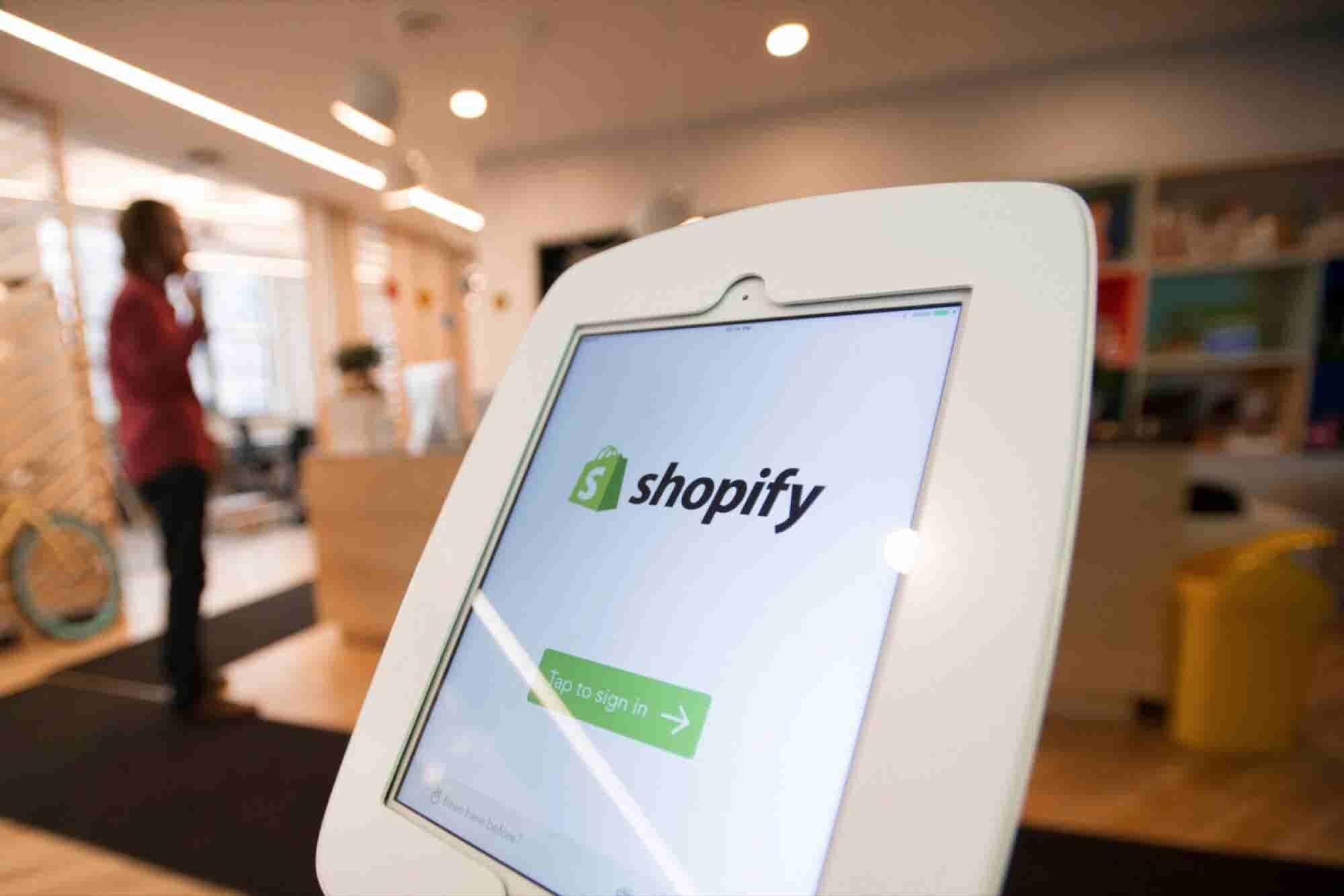 Shopping Cart Throw-down: Which Ecommerce Platform Reigns Supreme?