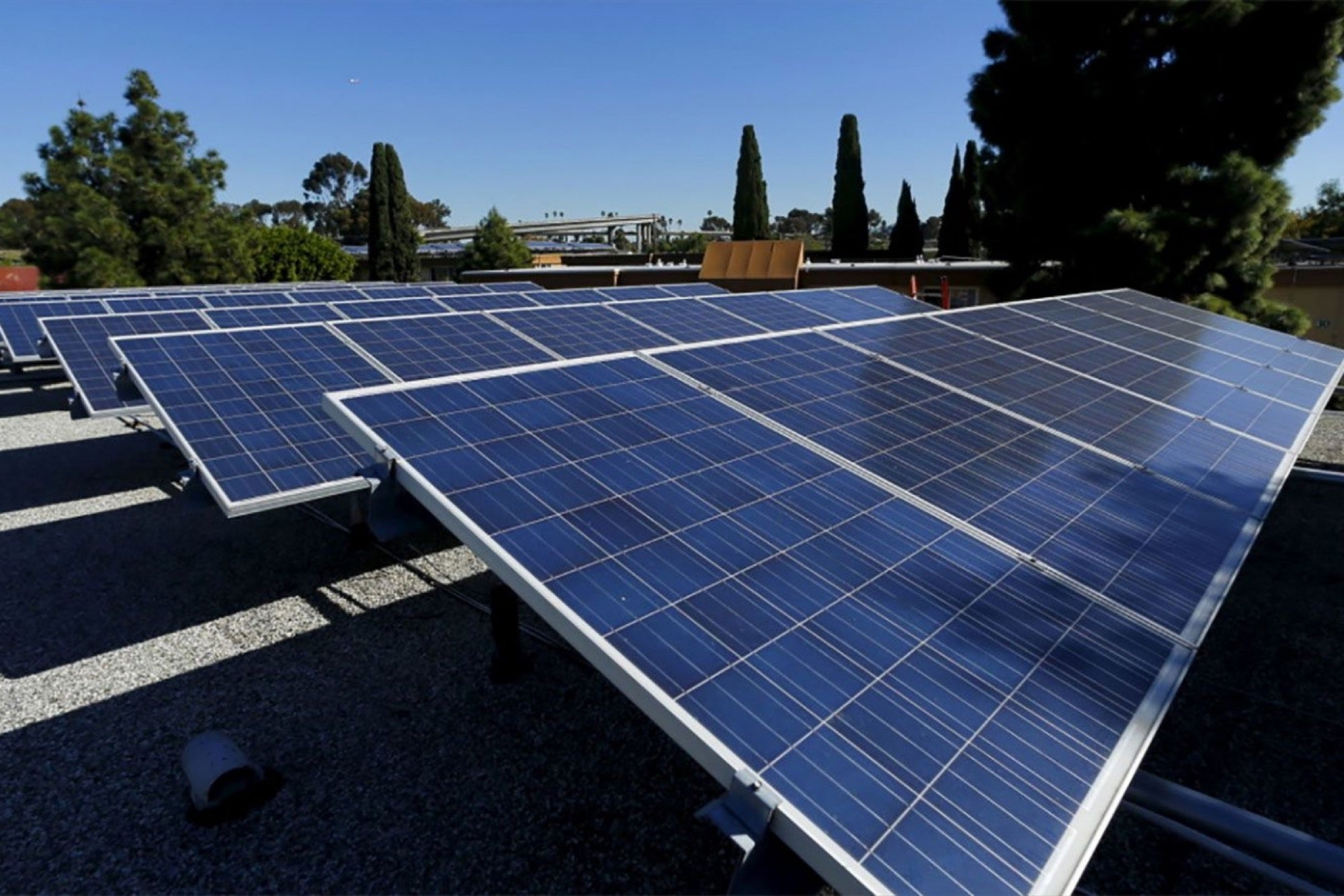 Big Solar Is Leaving Rooftop Systems In The Dust