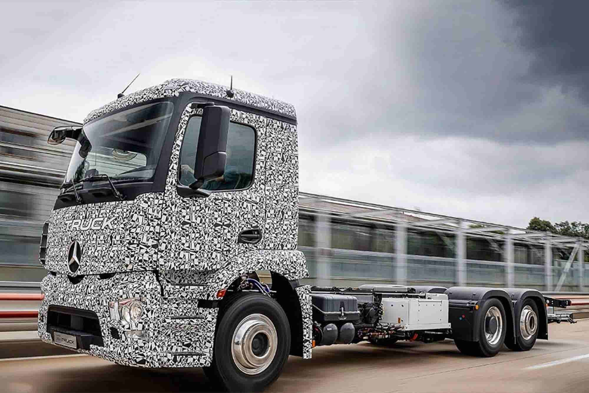 Mercedes Unveils First Heavy-Duty Electric Delivery Truck