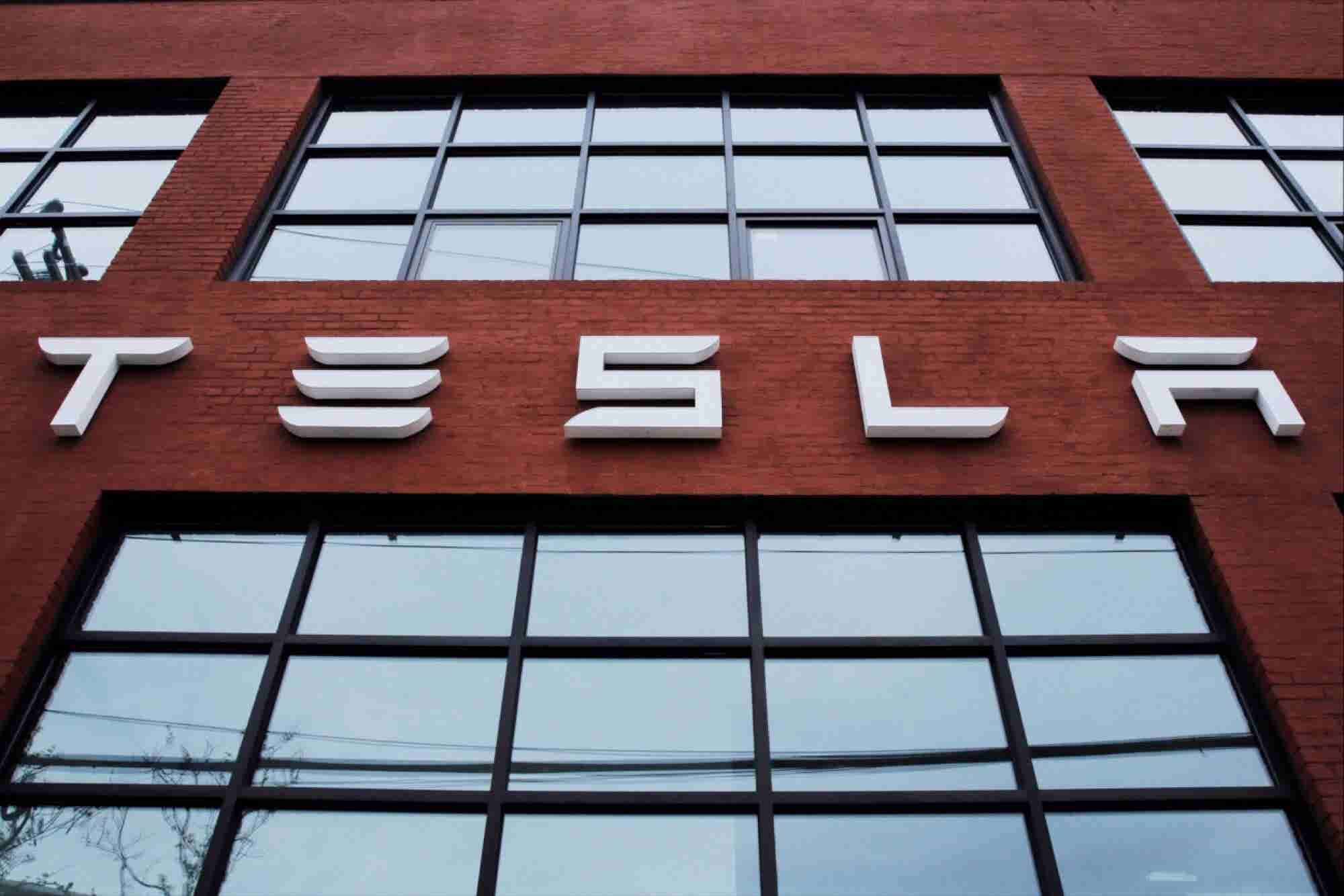SolarCity Accepts Tesla's $2.6 Billion Offer, Both Shares Fall