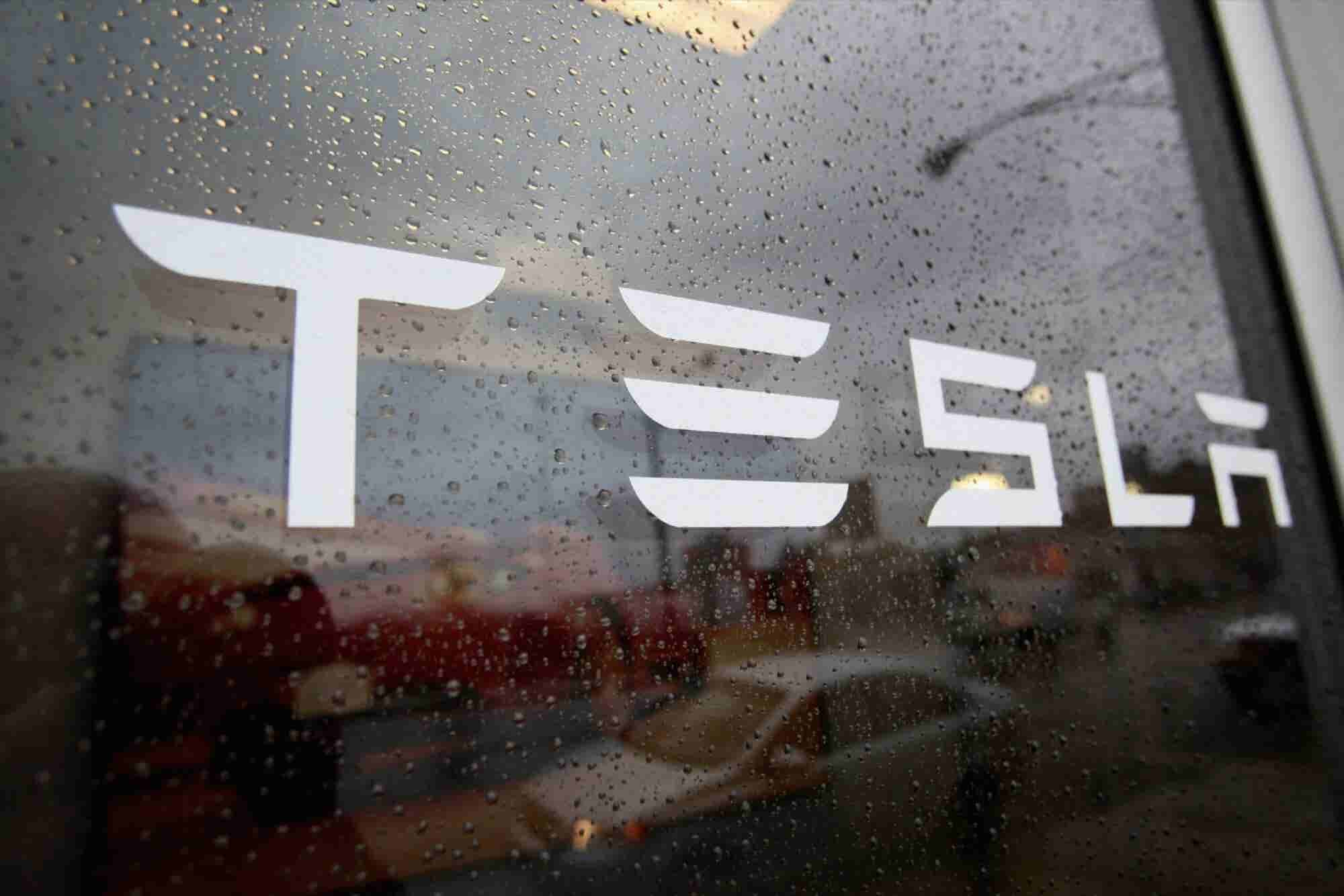 Under Tesla's Wing, SolarCity's Future Remains Uncertain