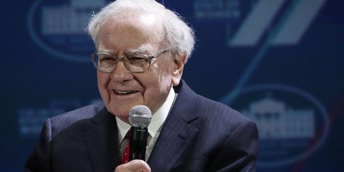 Warren Buffett's Firm Takes Bigger Bite of Apple, Pares Wal-Mart
