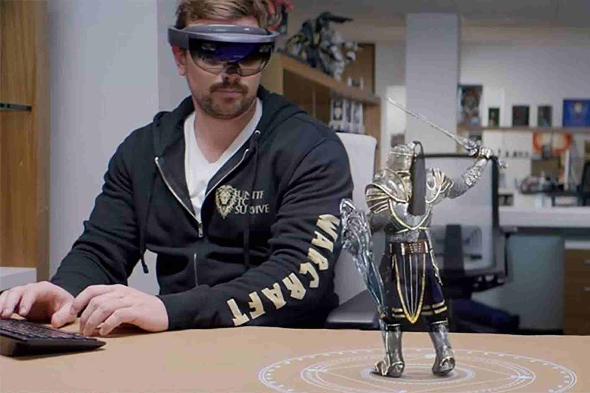 All Windows 10 PCs to Support HoloLens Next Year